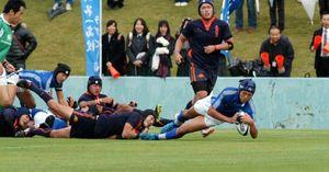 高校ラグビー2012前半22分、富山一の山本がトライ